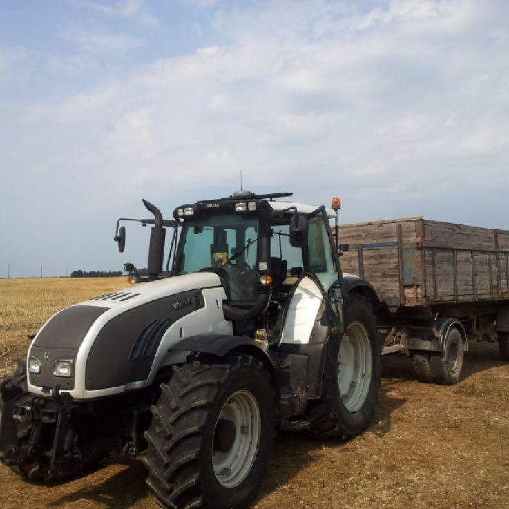 Valtra traktors