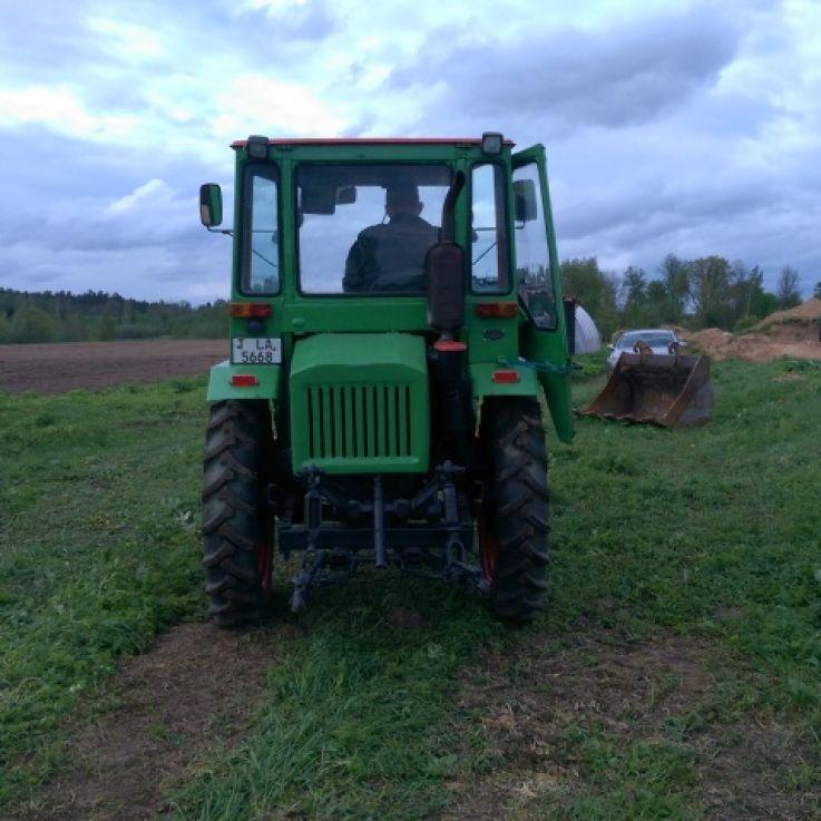 T16 traktors
