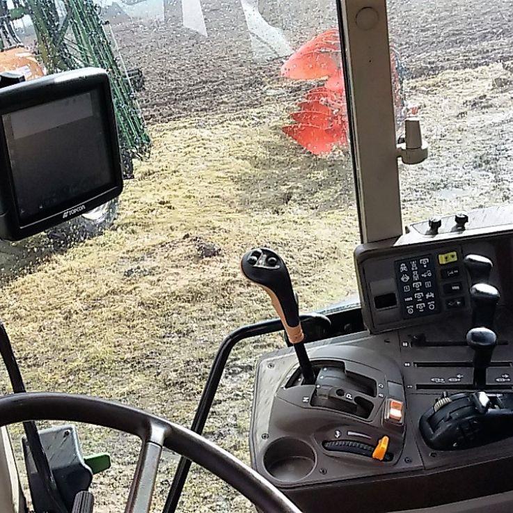 John Deere traktors un X25 sistēma