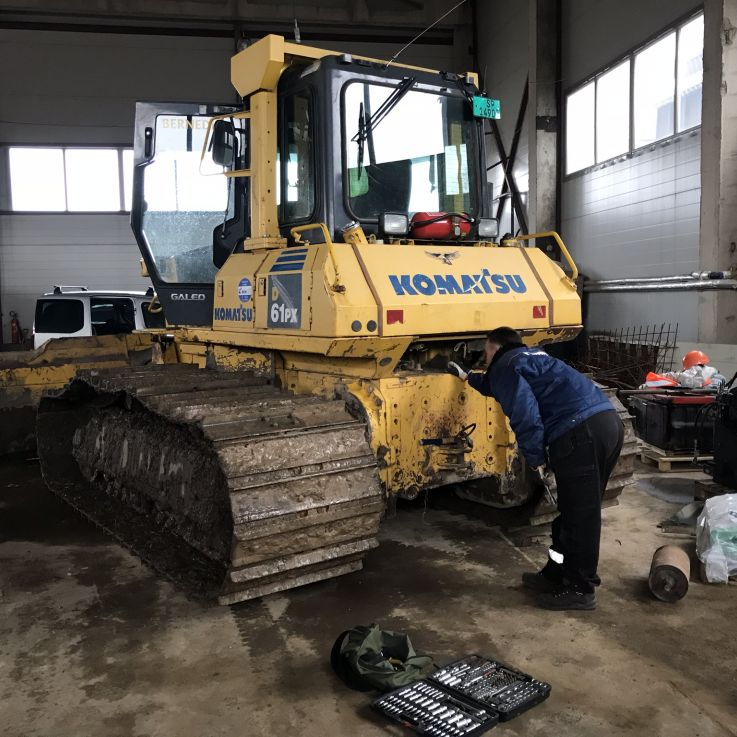 Komatsu Buldozers 61px